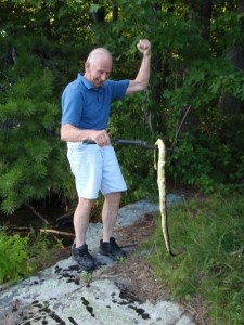 Les saves the girls from a poisonous snake